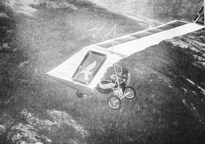 Photo of a 1980s powered ultralight in flight