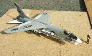 1/48 scale F-8