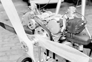 Skyhook twin engine contra-rotating propeller power unit. Copyright © 2001 Len Gabriels.