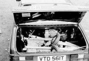 Pixie power unit in car trunk. Copyright © 2001 Len Gabriels.