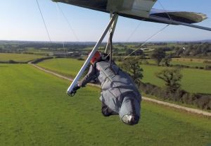 Hang glider landing approac