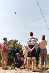 Hang gliding spectators