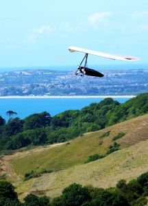 Hang glider struggling to find lift at Ringstead in Dorset, England