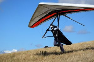 Icaro Laminar hang glider launching