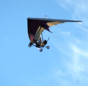 Flexwing powered ultralight in flight