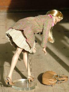 Sindy drops her bag