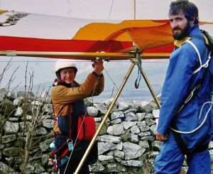 Roly readying to fly assisted by Derek McCann at Kimmeridge in 1979