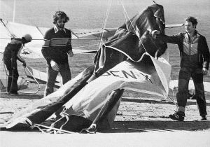 Hang glider designer Dick Boone and top British pilot Graham Hobson rigging at Torrey Pines, San Diego, in 1979. Photo by Bettina Gray.