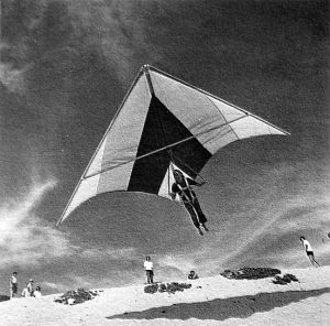 Ed Gardia in a Flexi Flier standard Rogallo at Playa del Rey, California, in 1972. Photo by Dick Eipper.