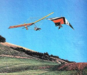 Fred Tiemens of Minnesota flying a Swallowtail turns away from Jack Schroder (Quicksilver) at the US nationals, Escape Country, CA, in December 1974 by Leroy Grannis