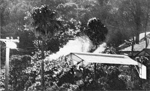 Ken Battle flying an Icarus V strikes power lines at Stanwell Park in Australia
