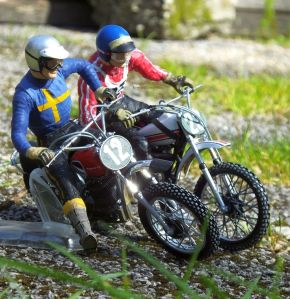 Revell 1/12th scale Husqvarna and Yamaha 250 MX bikes with riders
