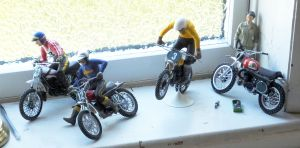 Window sill moto-cross